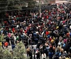 四川男童被校霸欺凌死 萬民與警對峙討真相