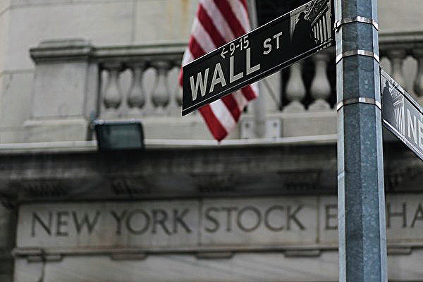 受到中共資本管控的影響,中國公司美元債券發行量出現暴增。圖紐約華爾街。(Getty Images)