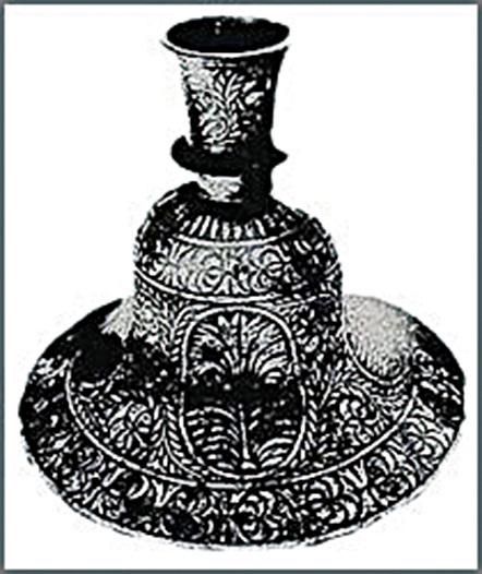估計有10萬年歷史的金屬花瓶。(網絡圖片)