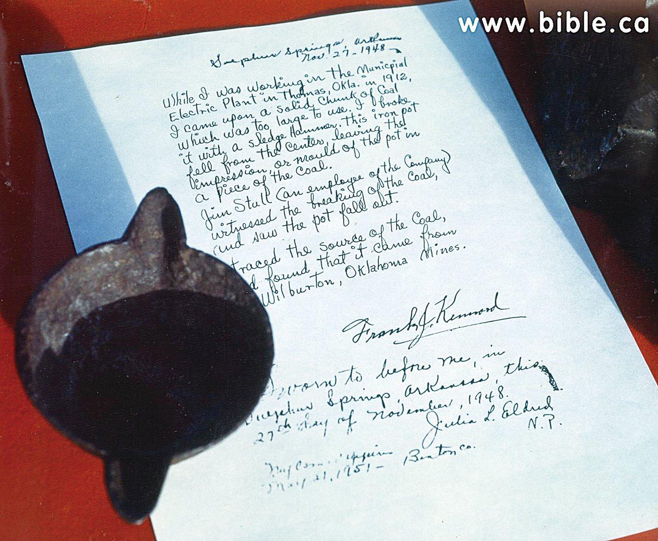 電子廠員工肯納德(Frank J. Kennard)簽名證實此項真實的發現。(Creation Evidence Museum)