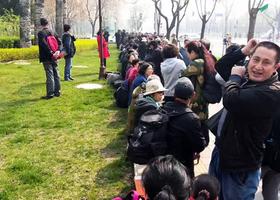 五百訪民聚集八寶山喊冤 千警戒備