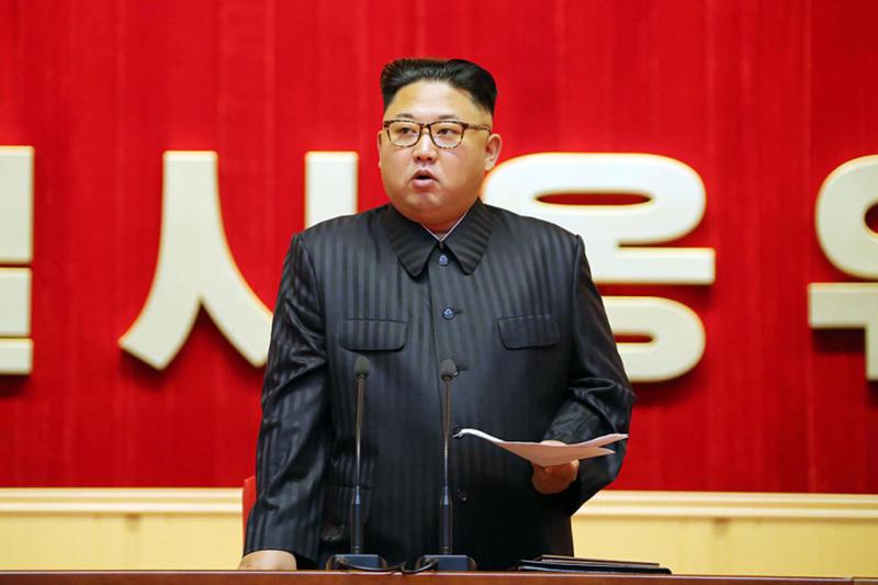 韓媒日前報道,南韓和美國正在大力推動在朝鮮半島有事時將以無人機(UAV)、特種部隊、匿蹤戰機等「三匕首」,在最短時間內剷除北韓領導階層的「斬首行動」方案。圖為北韓領導人金正恩。(KCNA/AFP/Getty Images)