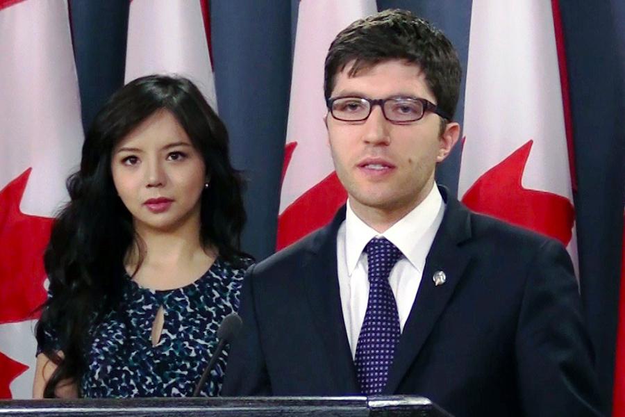 4月4日上午,加拿大國會議員Garnet Genius在渥太華召開新聞發佈會,宣佈在國會重新提出C-561法案(Bill C-561),打擊強制摘取人體器官行為。(新唐人電視台)