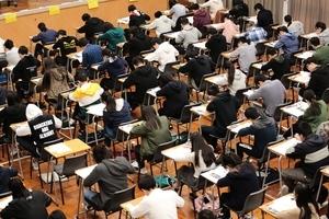 中文科老師指DSE試卷較去年淺