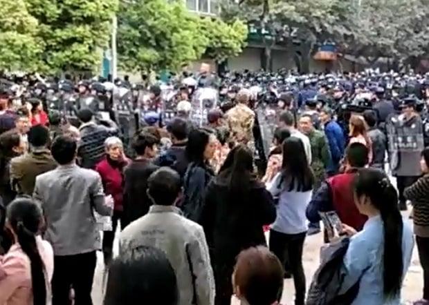 【瀘州校園命案】初中生死亡疑涉官二代 軍方封鎮阻眾聲援