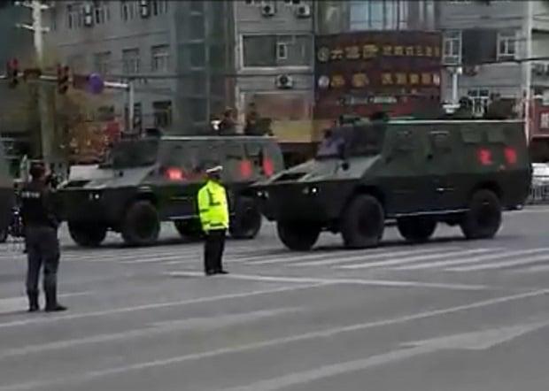 2017年4月4日,有軍隊的車輛進入瀘州市瀘縣太伏鎮維穩。(受訪者提供/自由亞洲電台)
