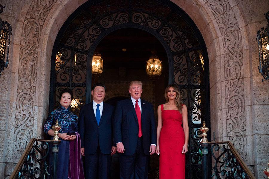 中美首腦及其夫人。(JIM WATSON/AFP/Getty Images)