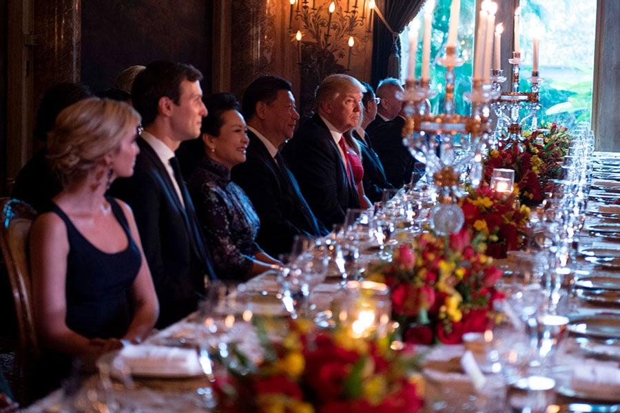 晚宴開始。特朗普大女兒及女婿也在座。(JIM WATSON/AFP/Getty Image)
