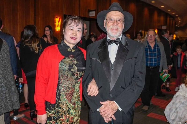 2017年4月5日晚上,來自中國重慶的龐四梅女士和丈夫Robert keadle一起觀看了神韻北美藝術團在美國波特蘭凱勒劇院的最後一場演出。(陳怡然/大紀元)