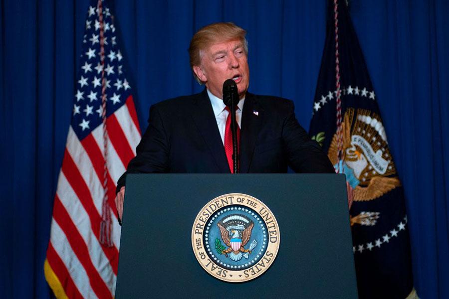 特朗普痛心地說,上帝的孩子不應該遭受這樣的恐怖;只要美國站在正義這邊,那麼和平與和睦最終將會獲勝。(JIM WATSON/AFP/Getty Images)