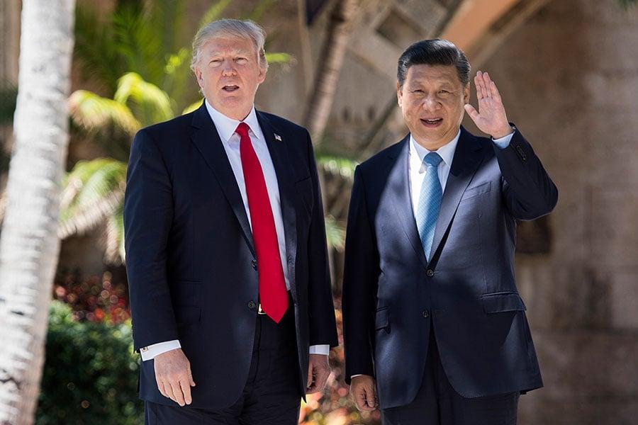 為期兩天的中美首腦會議,7日劃下句點,雙方宣佈展開「百日計劃」,改善緊張的貿易關係和加強合作。(JIM WATSON/AFP/Getty Images)