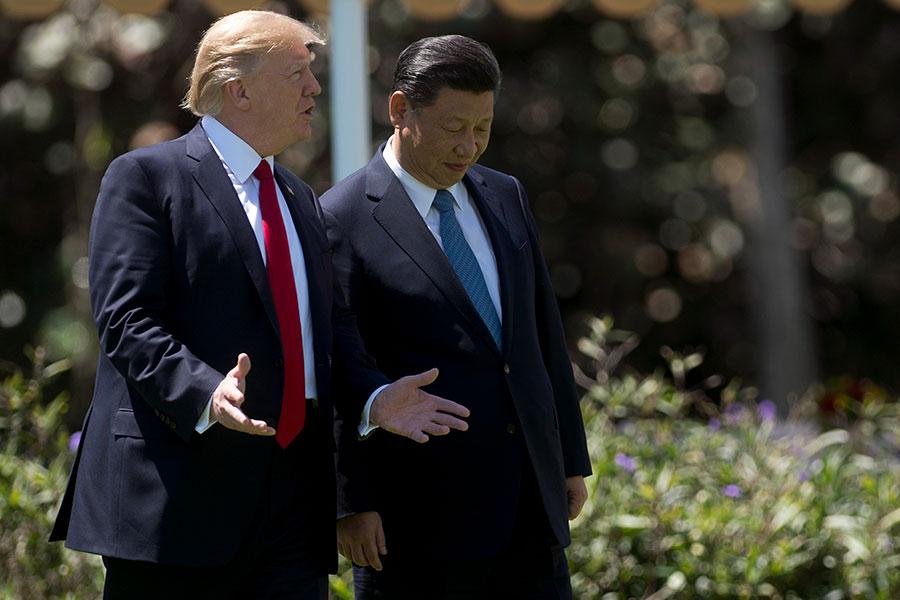 美國時間周五(11日)晚間,美國總統特朗普和中國國家主席習近平進行了電話會議,雙方表示,美國和中國都希望看到一個無核化的朝鮮半島。(JIM WATSON/AFP/Getty Images)
