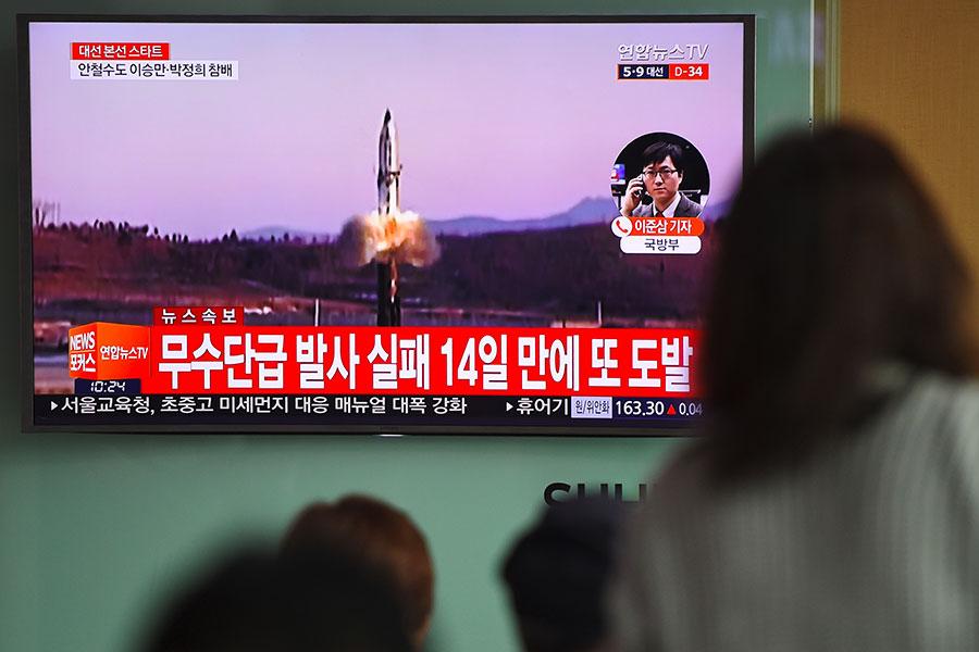 在朝鮮半島局勢升級之際,大陸官媒連日批評北韓核試,並稱中國不會忍耐等,引發外界關注。圖為北韓試射導彈電視畫面。(JUNG YEON-JE/AFP/Getty Images)