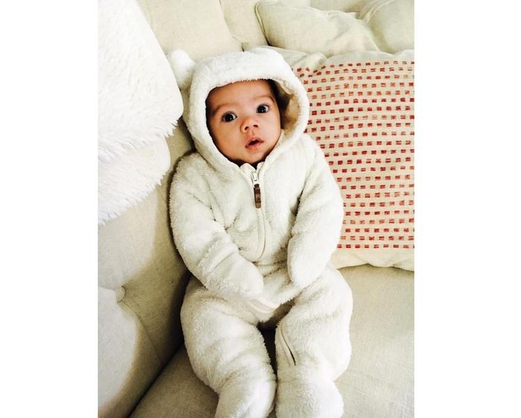 美一男嬰天天這樣起床 可愛模樣走紅網絡