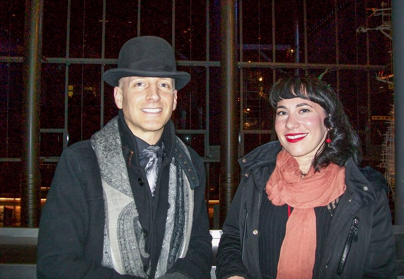 2017年4月7日晚,藝術家Everett Keithcart(左)和Lauren Brazell(右)觀看了神韻北美藝術團在美國西雅圖馬里恩奧利弗麥考劇院的首場演出。(舜華/大紀元)