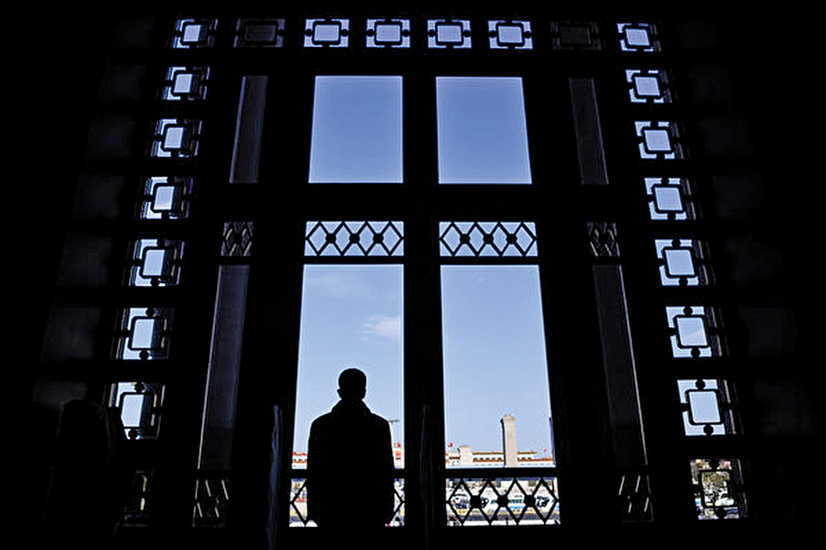 2017年4月至7月,大陸將有17省中共省委換屆。圖為中共「兩會」期間的人民大會堂。(GREG BAKER/AFP/Getty Images)