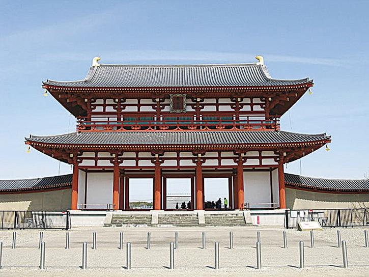 日本奈良時代的都城——平城京的朱雀門。(公共領域)