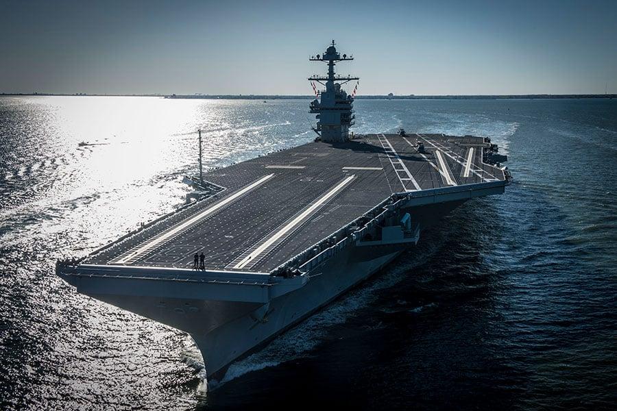 美國海軍最新、最大的核動力超級航空母艦傑拉爾德・福特號(USS Gerald R. Ford)星期六(4月8日)開始首次海上試航。(Photo by Mass Communication Specialist 2nd Class Ridge Leoni/U.S. Navy via Getty Images)