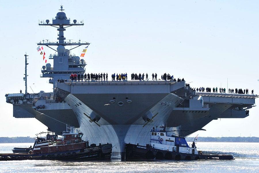 美國海軍最新、最大的核動力超級航空母艦傑拉爾德・福特號(USS Gerald R. Ford)星期六(4月8日)開始首次海上試航。(Photo by Chief Mass Communication Specialist Christopher Delano/U.S. Navy via Getty Images)
