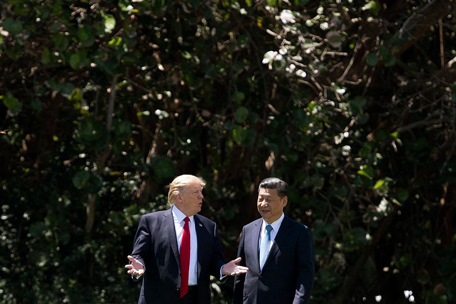 美國總統特朗普4月27日接受路透社專訪時讚習近平非常努力地在遏制北韓,但表示美朝之間非常可能發生「重大、重大的衝突」。(JIM WATSON/AFP/Getty Images)