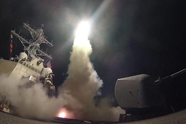 金正恩日前見證了美軍在短短3、4分鐘內發射59枚巡弋導彈空襲敘利亞一空軍基地,完成了定點打擊的目標。德媒表示,美軍的精準打擊,這正是金正恩所擔心的。(U.S. Navy photo by Mass Communication Specialist 3rd Class Ford Williams/Released)