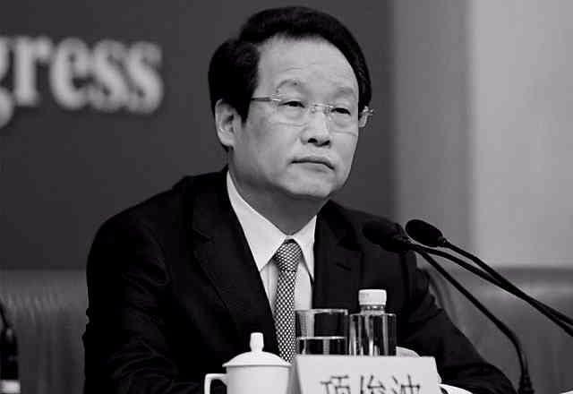 接受審查的中共保監會主席項俊波被免職。陸媒消息稱,項俊波出事的前兩周,有人在北京金融街上看到他踽踽而行。(網絡圖片)