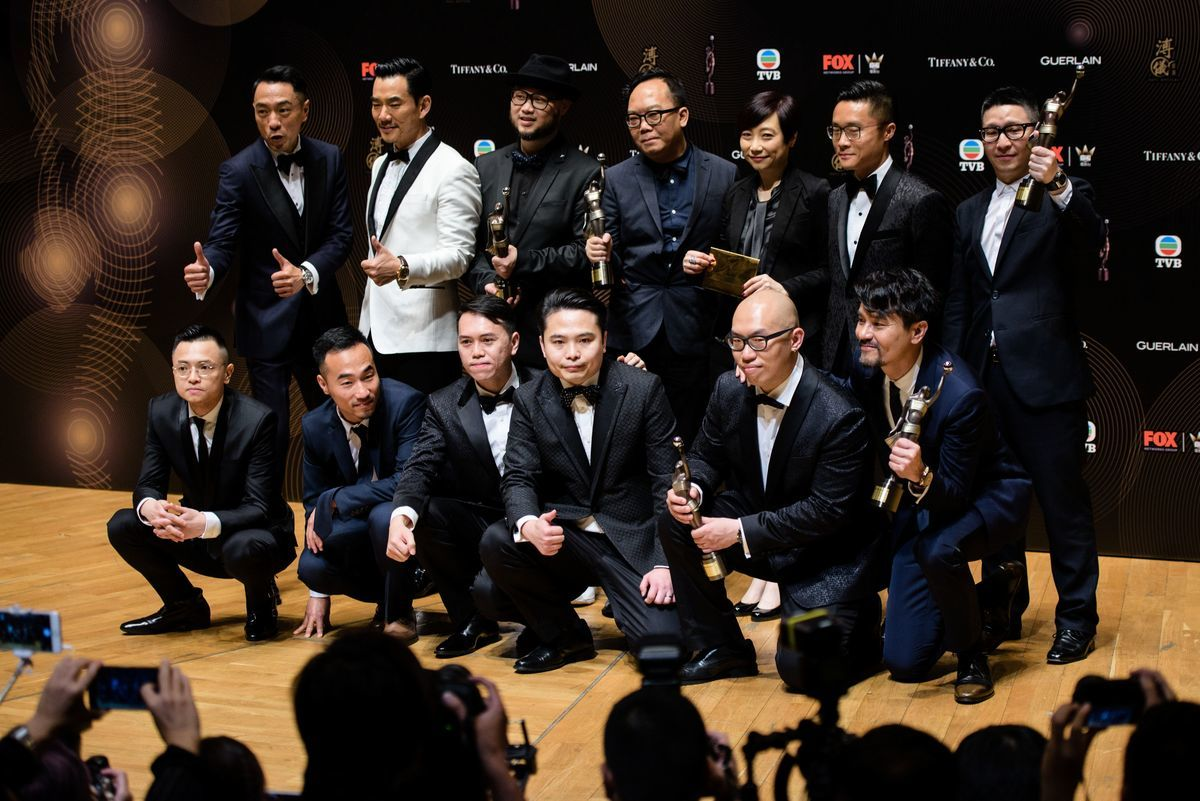在4月9日舉行的第36屆香港金像獎頒獎典禮上,由新晉導演歐文傑、黃偉傑、許學文執導的《樹大招風》成最大贏家,奪得最佳電影、最佳男主角、最佳導演、最佳剪接和最佳編劇五項大獎。 (ANTHONY WALLACE/AFP/Getty Images)
