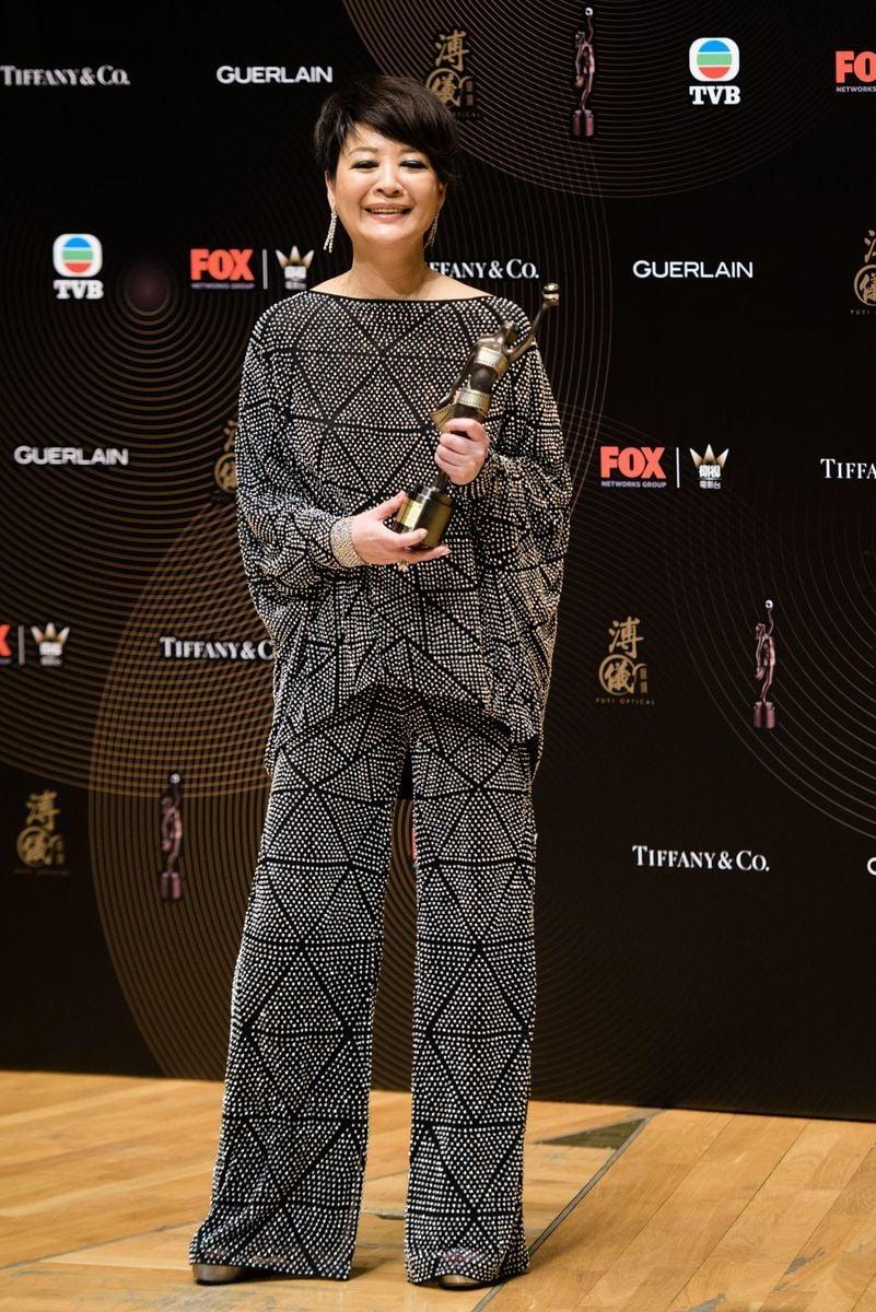 在4月9日舉行的第36屆香港金像獎頒獎典禮上,金燕玲憑藉《一念無明》獲得最佳女配角獎。(ANTHONY WALLACE/AFP/Getty Images)