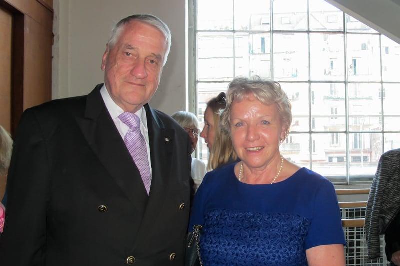 4月9日下午,André Liaudat先生和夫人觀賞了神韻世界藝術團在瑞士日內瓦BFM劇院的第三場演出。(麥蕾/大紀元)