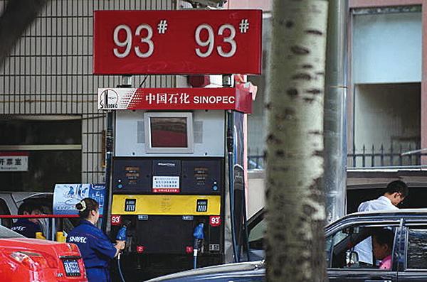 分析師認為,本輪成品油零售價格上調基本落實。圖為北京一中石化加油站(FREDERIC J‧ BROWN/AFP/Getty Images)