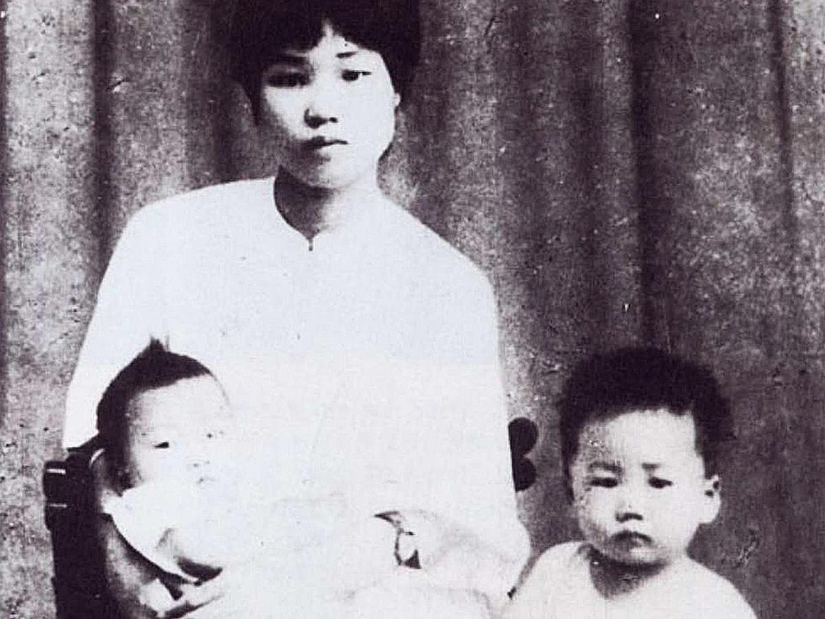 楊開慧與兒子岸英、岸青於1924年在長沙的合影。(網絡圖片)