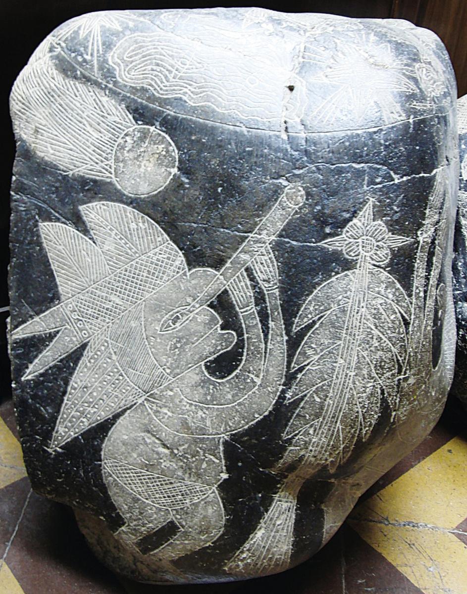 秘魯Dr. Javier Cabrera私人博物館裏收藏了一塊在伽利略發明望遠鏡之前,人已經拿著望遠鏡觀察天空的石頭。(網絡圖片)