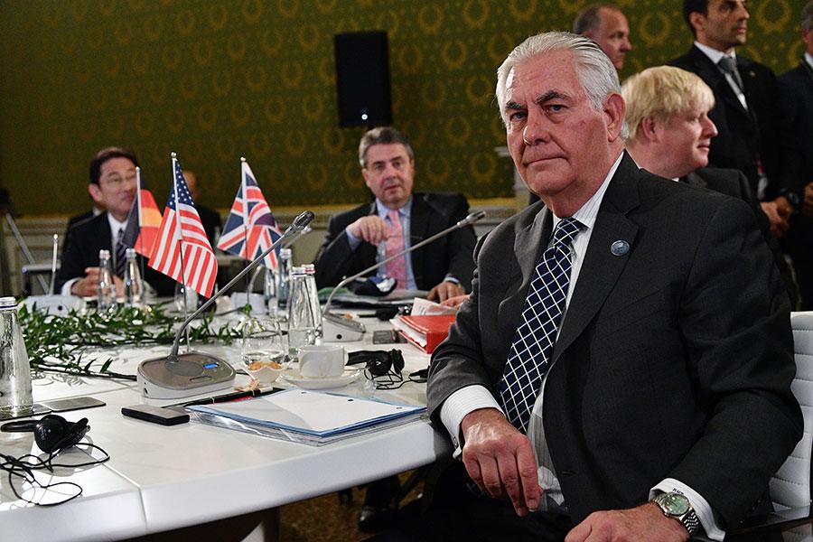 美國務卿蒂勒森在G7外長峰會的第二天(11日)對俄羅斯發出強硬最後通牒,稱俄羅斯必須做出選擇,或者支持美國及其盟國,或者支持阿薩德政權。(VINCENZO PINTO/AFP/Getty Images)