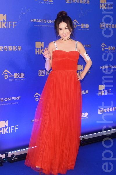 藝人溫碧霞也打扮靚麗出席活動。(宋碧龍/大紀元)