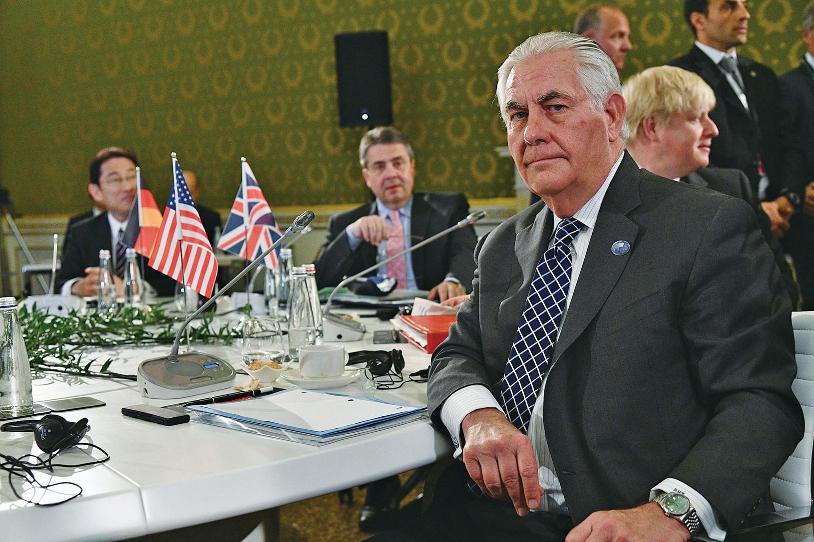 美國務卿蒂勒森在G7外長峰會上對俄羅斯發出強硬最後通牒,稱俄羅斯必須做出選擇,或者支持美國及其盟國,或者支持阿薩德政權。(AFP)