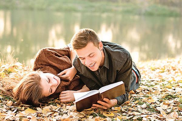 每個人都渴望愛情幸福,嚮往婚姻美滿。而在輪迴的世界裏,一切都在因果的安排中。(Fotolia)