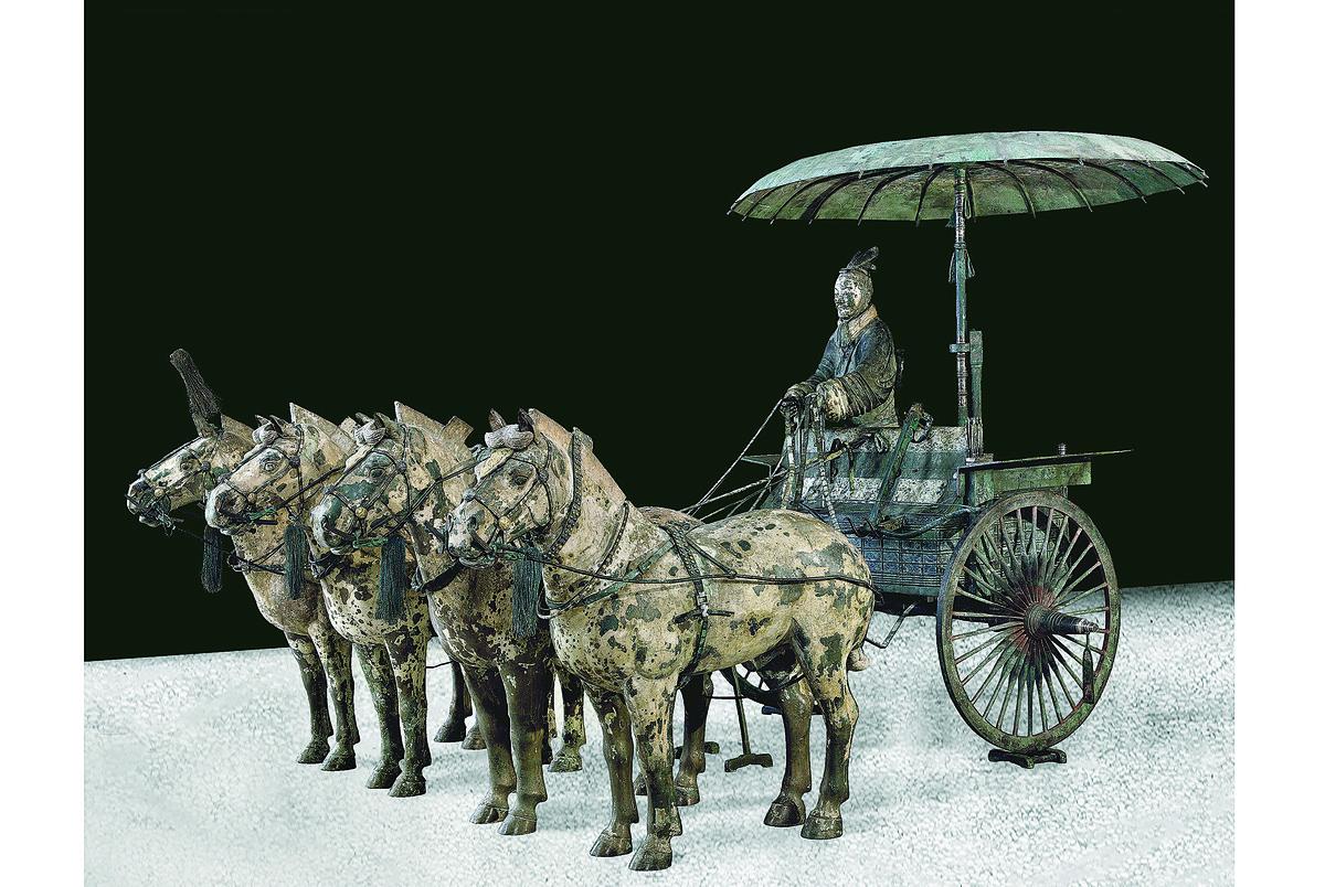 秦陵一號銅車馬(現代複製品),青銅著色,秦始皇帝陵博物院藏。(The Metropolitan Museum of Art)
