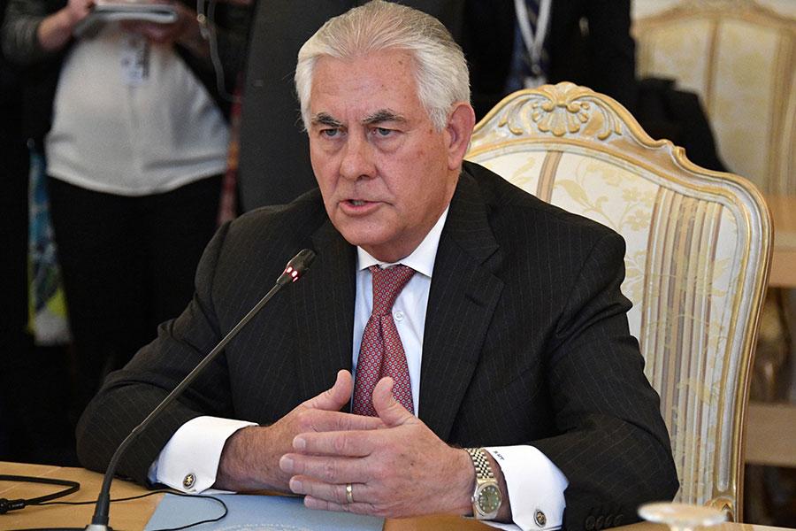 周三(4月12日),正在莫斯科訪問的美國國務卿蒂勒森與俄羅斯總統普京會面。(ALEXANDER NEMENOV/AFP/Getty Images)
