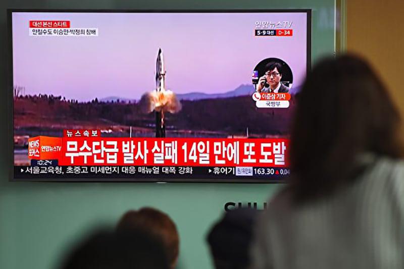 美國監測北韓的研究機構表示,北韓核試驗場似乎已「準備好」進行試驗。日本方面則已做好撤離朝鮮半島僑民的所有準備。(JUNG YEON-JE/AFP/Getty Images)
