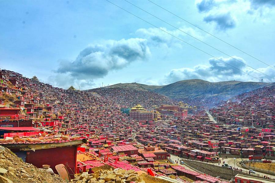 中國當局宣佈,要在4月底之前拆除色達喇榮五明佛學院(圖)的3,225間房舍。(Meng Fai Leong/Flickr)