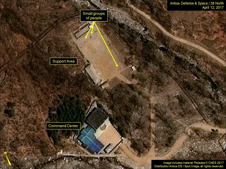 北韓豐溪里核試驗場衛星圖片三,左下角是指揮中心,左上角是支持區域,圖中顯示有人附近活動。(38 North)