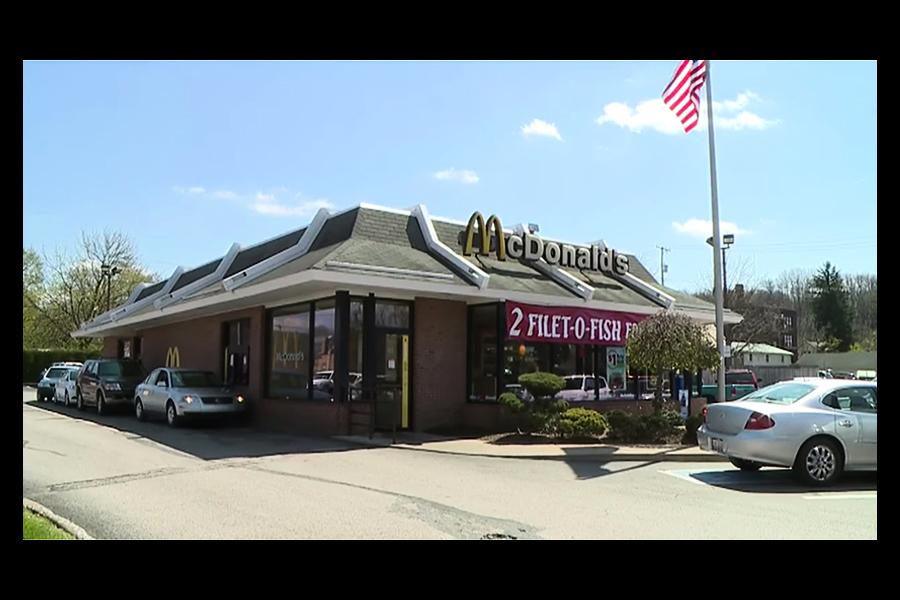 太想吃漢堡 八歲童偷開老爸車載妹去麥當勞