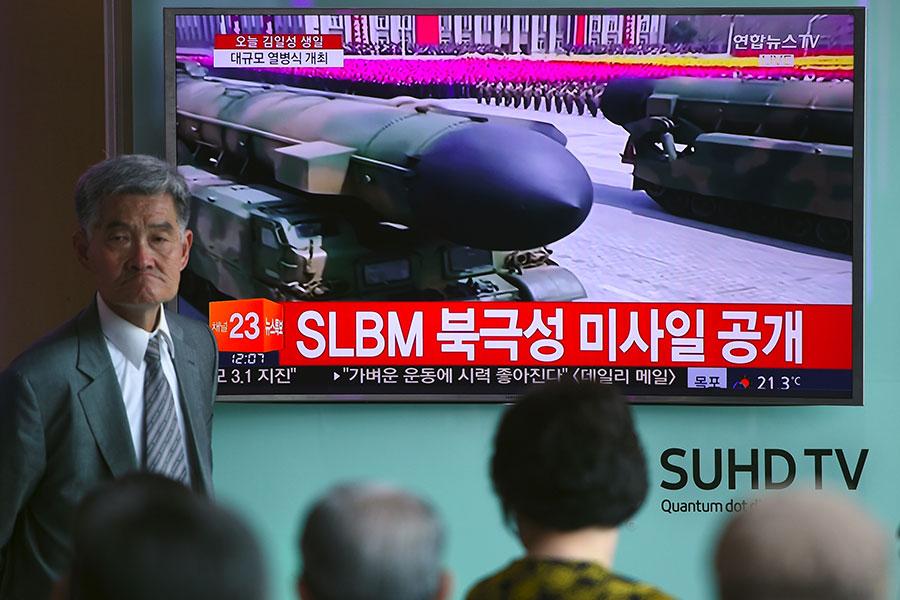 北韓每次發射彈道導彈都會仔細研究發射時間、場所和導彈種類等,有日媒指金正恩並非輕率挑釁,是算計好的「玩火」。(JUNG YEON-JE/AFP/Getty Images)