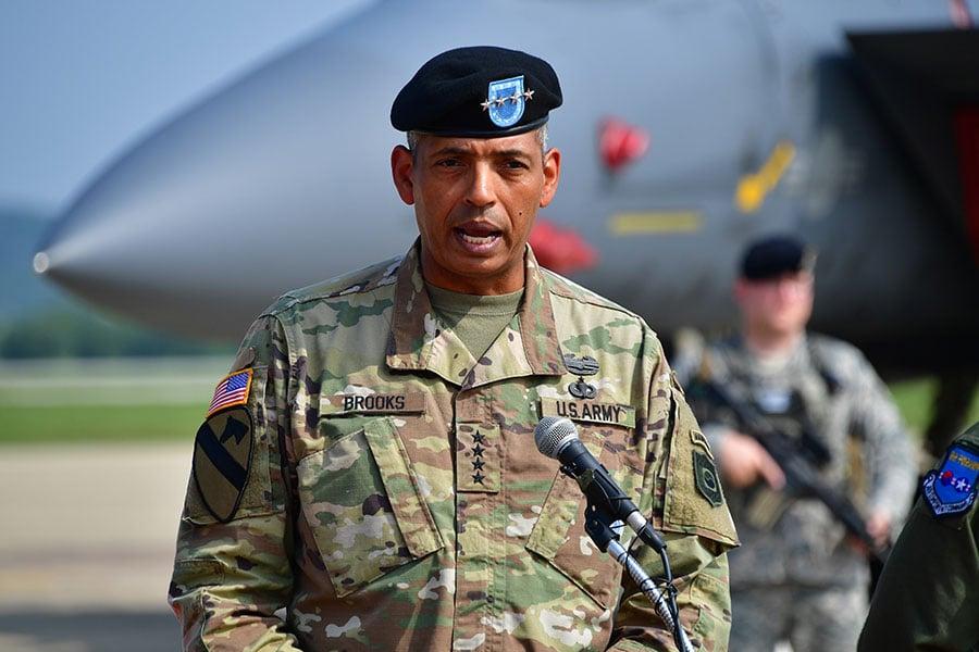 如果東北亞真的發生戰事,駐韓美軍將在最前線,領導他們的是身經百戰的陸軍四星上將文森特・布魯克斯。(JUNG YEON-JE/AFP/Getty Images)