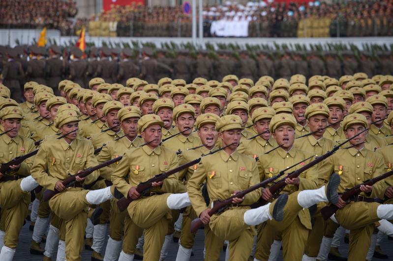 從北韓太陽節遊行展示武器 看出甚麼門道
