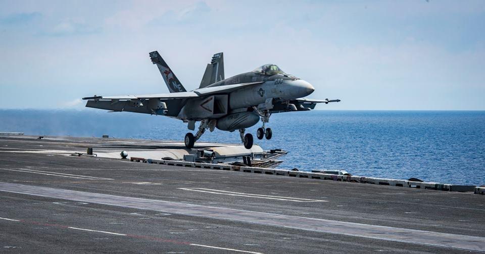 有專家認為,美國對北韓動武時,可能會對防空網、軍事指揮部、核武及導彈基地、核心核設施,進行破壞性定點打擊。圖為卡爾文森號航空母艦戰鬥群近日發佈的演習照片,威懾北韓。(USS Carl Vinson Facebook)