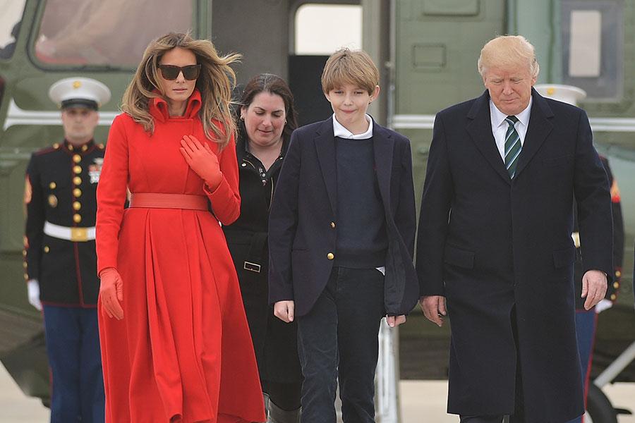 白宮高級官員確認,在這個學期結束後,第一夫人梅拉尼婭及總統特朗普的小兒子巴倫將由紐約曼哈頓遷入白宮。(MANDEL NGAN/AFP/Getty Images)