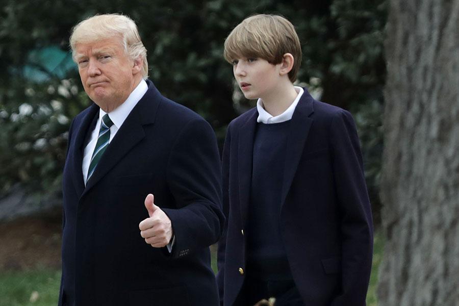 特朗普和巴倫由白宮要前往佛州海湖莊園。(Chip Somodevilla/Getty Images)