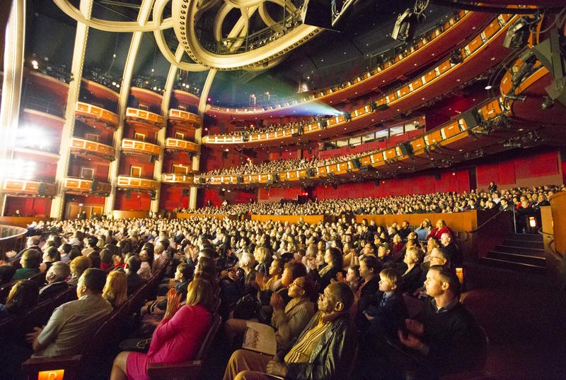 2017年4月14日晚上7時半,美國神韻國際藝術團蒞臨荷里活杜比劇院(Dolby Theatre)。首場演出爆滿,一票難求。全場觀眾沈浸在中華五千年文化的絢麗神奇之中。(季媛/大紀元)