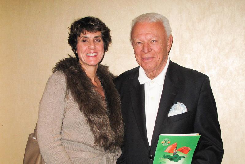 荷里活音樂界元老級人物、洛杉磯K-Jazz電台秀主持人Jerry Sharell和太太Gigi對神韻演出讚歎不已。(劉菲/大紀元)